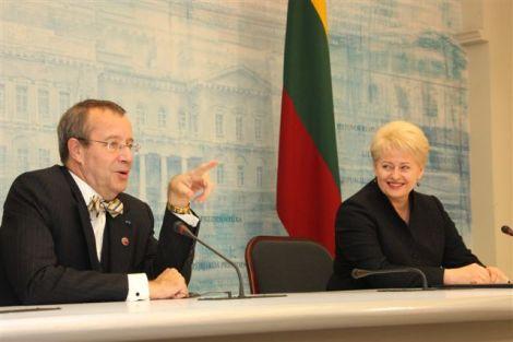 Президент Эстонии Тоомас Хендрик Ильвес и Президент Литовской Республики Даля Грибаускайте. Фото: Пресс-служба Президента Литвы