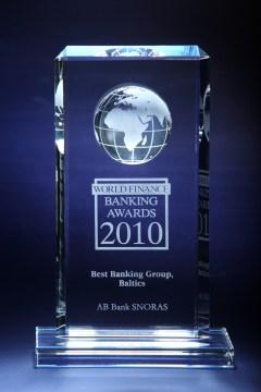 По мнению международного издания журнала Global Finance, Snoras Banka входит в список лучших мировых банков и признан лучшим литовским банком в 2010 году.