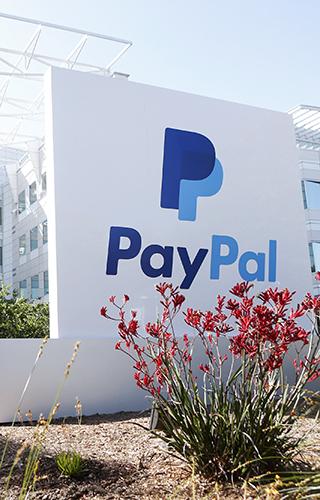 23 сентября, 2014 PayPal объявила об ограниченном использовании биткоина В сентябре стало известно, что крупнейшая платежная система в мире позволит использовать для оплаты сделок биткоины. Для этого платежная система будет сотрудничать с GoCoin, Coinbase и BitPay – биткоин-центричными системами. Пока новые возможности доступны только для Северной Америке при заказе цифровых товаров.