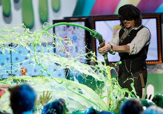 Душ из потоков зеленой слизи (8 фото)