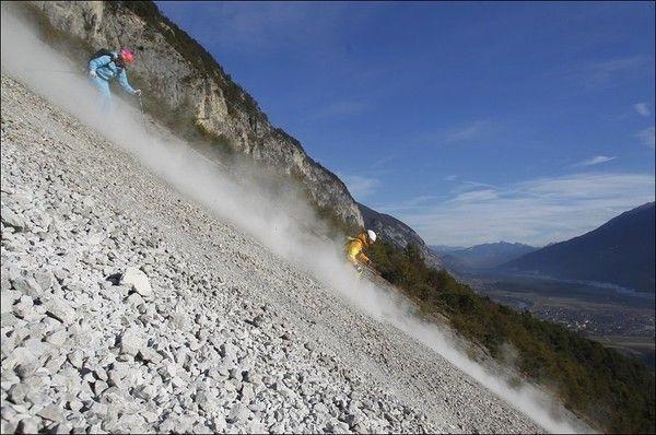 Австрийские лыжники настолько суровы… (3 фото)