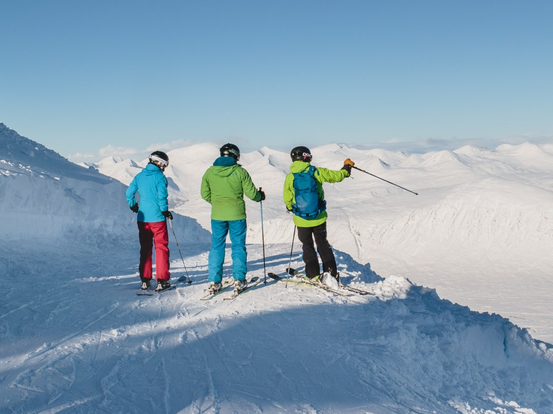 Skiers at the summit of Glencoe Mountain Resort