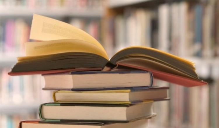 10 Alasan Mengapa Kita harus Banyak Membaca
