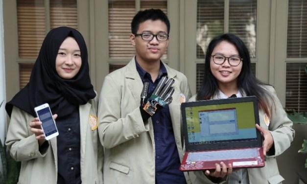 3 Mahasiswa UGM Kembangkan Sarung Tangan Penerjemah Bahasa Isyarat