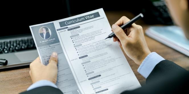 bedakan CV dan resume saat melamar kerja