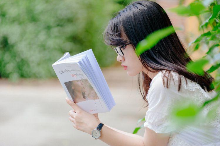 Apakah Membaca Buku itu Wajib? Berikut 8 Alasannya!