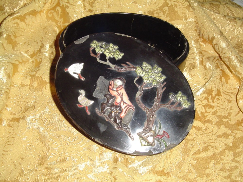 My chinese black lacquer box inlaid with semi-precious stones  (2/6)