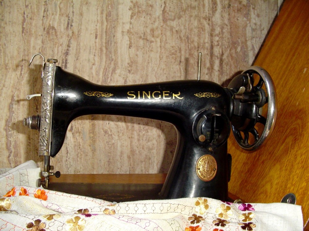 My Singer Model 15-88 sewing machine  (2/6)
