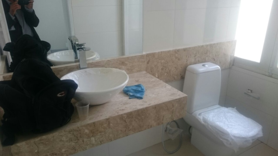 A bacia sanitária custou R$ 5.863 e a cuba do lavabo, R$ 2.450