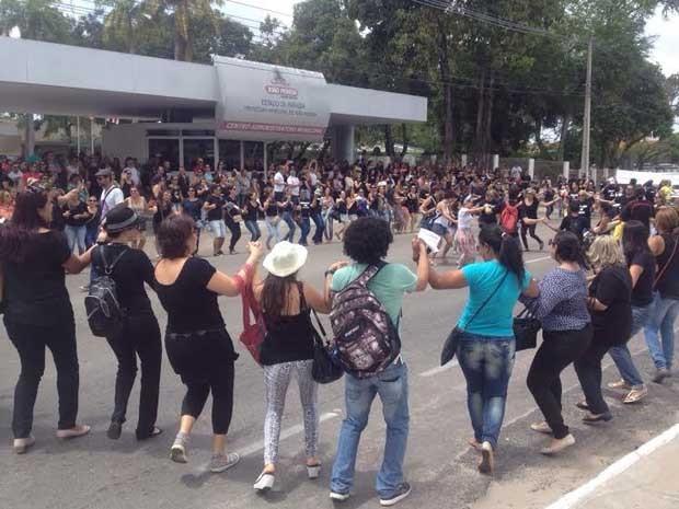 Protesto de servidores da Educação no Centro Administrativo da PMJP (Foto: Walter Paparazzo)