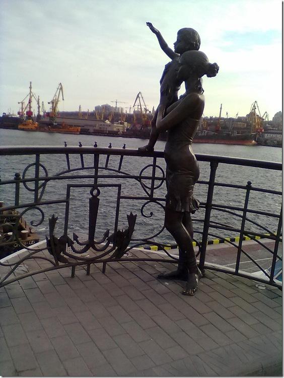 Одесса, памятник жене моряка