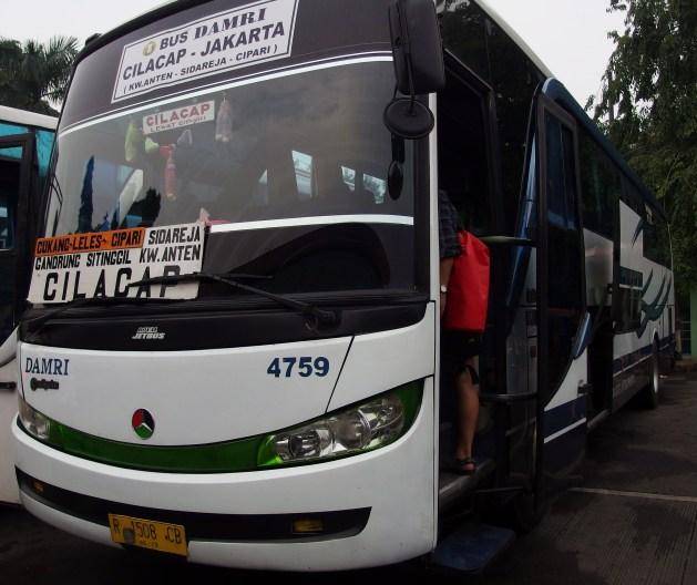 Bus Damri Jakarta Cilacap bisa ditumpangi dari Terminal Kampung Rambutan
