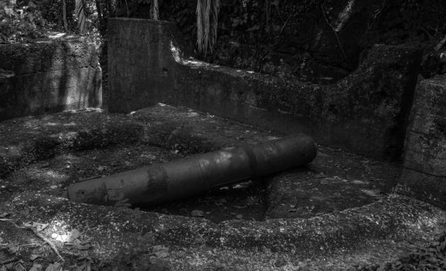 Sisa meriam kompeni yang masih tergelatk di sekitar lokasi benteng Karang Bolong