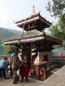 Kuil Barahi Danau Fewa