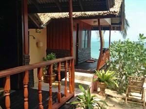 Schöne kleine günstige Zimmer direkt am Stand Backpacking Thailand