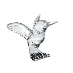 Kryształowa figurka o kształcie kolibra.