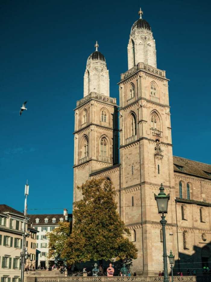 co-zobaczyć-w-szwajcarii-katedra-w-zurichu