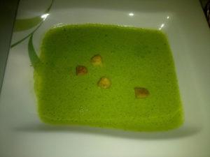 Sehr grün, schaumig und intensiv im Geschmack.