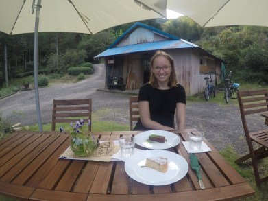 We don´t know about tea ceremony but what we know is how to eat a nice cake