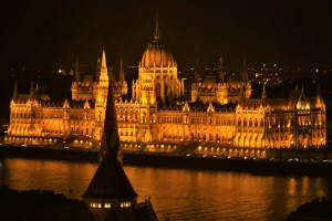 Parlamentsgebäude Budapest am Abend