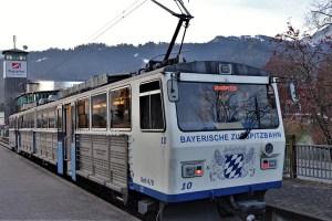 Zugspitzbahn im Bahnhof Garmisch, Deutschland