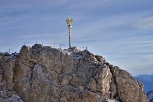 Das Gipfelkreuz auf der Zugspitze, Deutschland