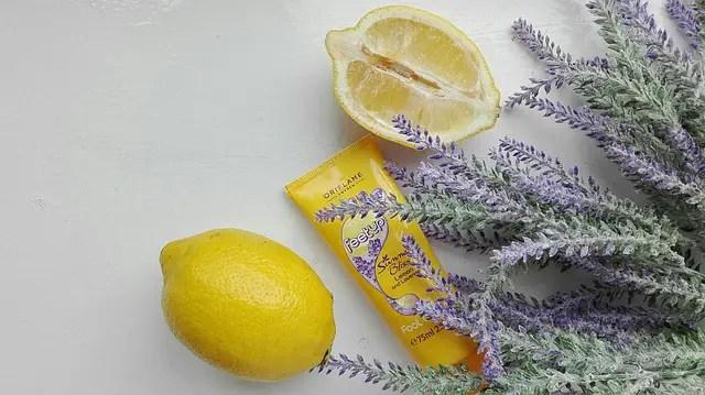 ניקוי פנים עם לימון