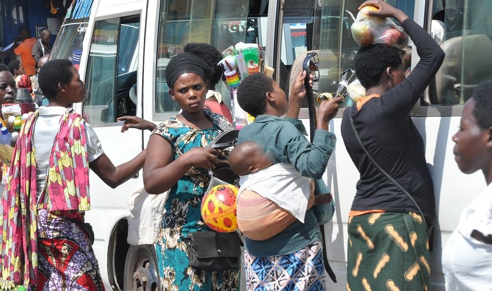 Umujyi wa Kigali ugiye kurenga umurongo ntarengwa! –> Kujenjekera Abazunguzayi n'ababagurira ngo birarangiye