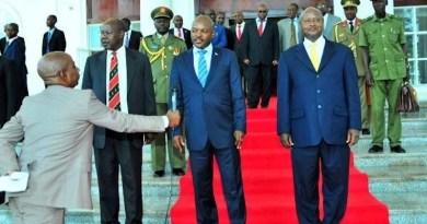 Kuba u Rwanda rwatangaje ko rutazitabira inama ya EAC Perezida Nkurunziza w'u Burundi yasabye Perezida Museveni ko yatumiza n'uko hari icyo rwikekaho