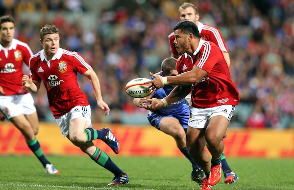 Manu Tuilagi offloads to Brian O'Driscoll who runs in a try 5/6/2013