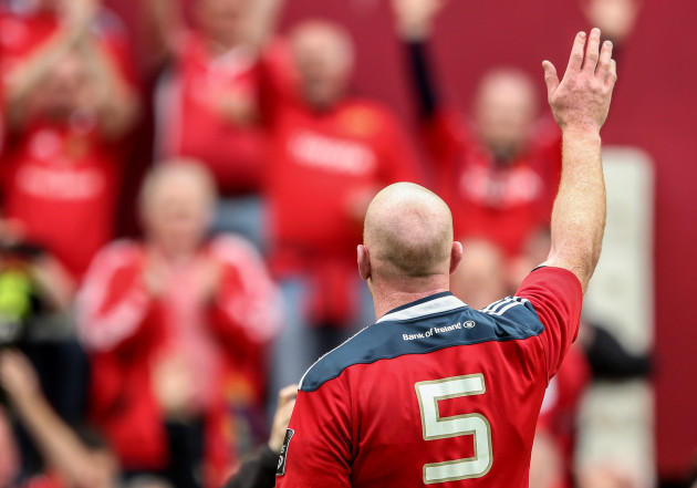 Guinness PRO12 Play-Off, Thomond Park, Limerick 23/5/2015 Munster vs Ospreys Munster's Paul O'Connell salutes the crowd after the game Mandatory Credit ©INPHO/James Crombie