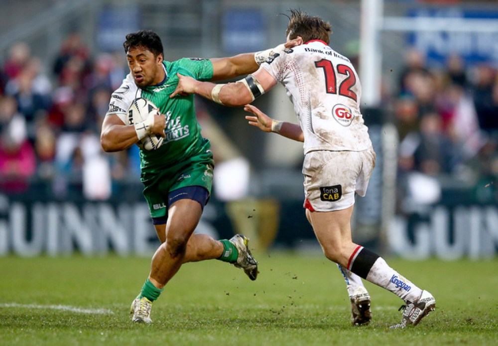 Stuart McCloskey tackles Bundee Aki 1/4/2016