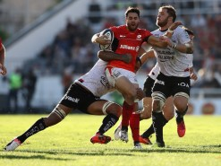 TOULON, FRANCE - OCTOBER 15: Sean Maitland of Saracens is tackled by Samu Manoa (L) and Duane Vermeulen during the European Rugby Champions Cup match between RC Toulon and Saracens at Stade Felix Mayol on October 15, 2016 in Toulon, France. (Photo by David Rogers/Getty Images)