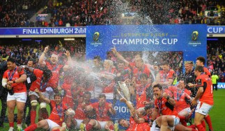 EDINBURGH, SCOTLAND - MAY 13: Saracens celebrate with the trophy following their 28-17 victory during the European Rugby Champions Cup Final between ASM Clermont Auvergne and Saracens at Murrayfield Stadium on May 13, 2017 in Edinburgh, Scotland. (Photo by Mark Runnacles/Getty Images)