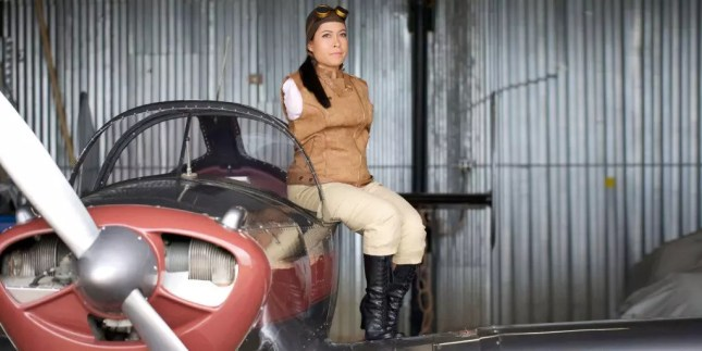 Jessica Cox sitting on the side of a plane. Image from www.marieclaire.com