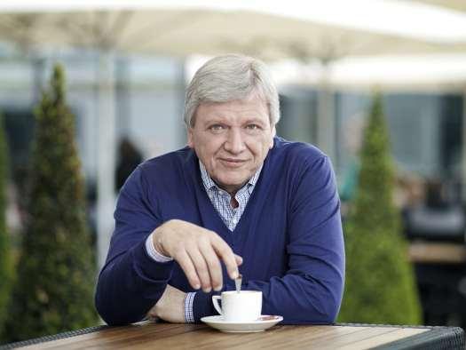 Volker Bouffier auf einem offiziellen Pressefoto der Landesregierung Hessens.