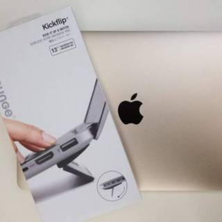 Kickflip「Bluelounge Kickflip MacBook Pro(13-inch, Late 2016/13-inch, Late 2016, Touch Bar対応) 用フリップスタンド 13インチ」