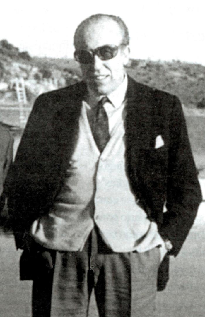 Francisco García Pavón, escritor nacido en Tomelloso, en las Lagunas de Ruidera