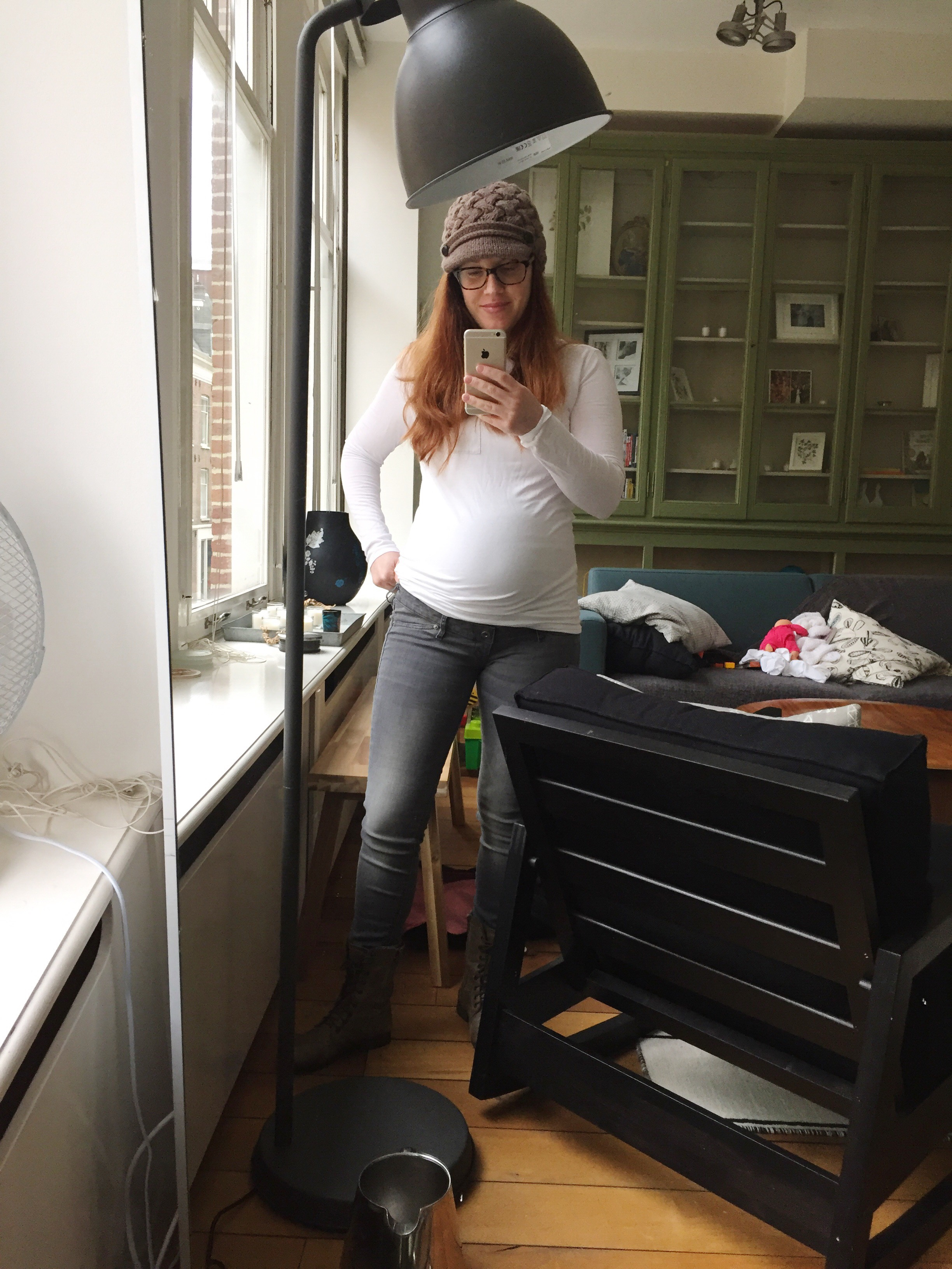 9b703ec10d3b3 As I mentioned last week, I have been searching for maternity jeans that  are both comfortable and don't fall down. While I love how comfortable my J  Brand ...