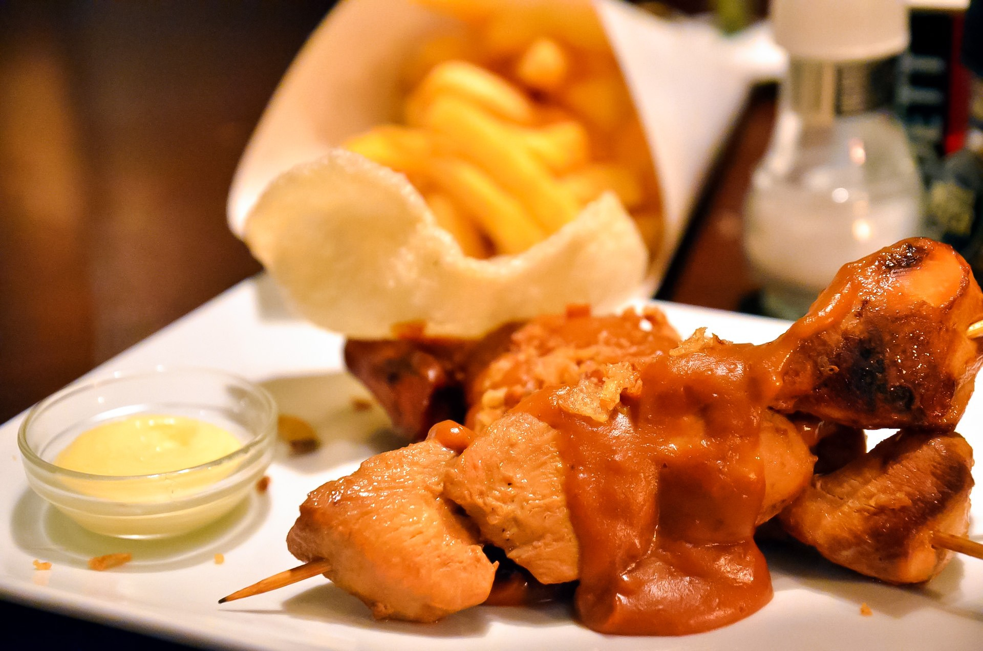 Kipsate met friet Dutch take on Indonesian chicken satay served with Peanut sauce fried onions kroepoek friet and mayonnaise author Takeaway 2011