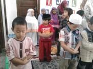 Kegiatan Belajar Sholat di Rumah Cerdas Islami (28)