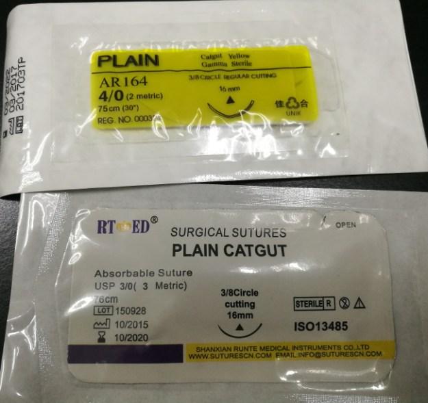 Plain Catgut 4/0 (atas) dan Plain Catgut 3/0 (bawah)