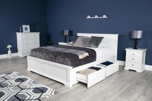 Tempat Tidur Minimalis Westcoot White Super King