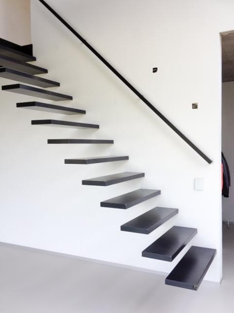 Desain Tangga Besi Minimalis Melayang 4 - 16 Model Tangga Besi Minimalis untuk Rumah Tingkat Terbaru