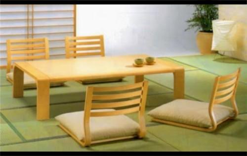 Model Ruang Keluarga dengan Meja Lesehan 9 - 21 Desain Ruang Keluarga Lesehan untuk Ruangan Sempit