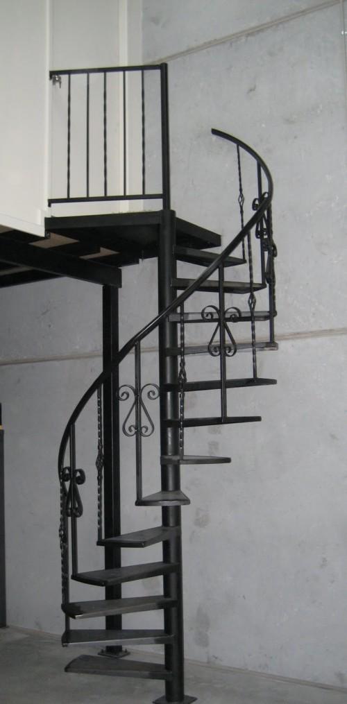 Tangga Besi Minimalis Putar 2 - 16 Model Tangga Besi Minimalis untuk Rumah Tingkat Terbaru