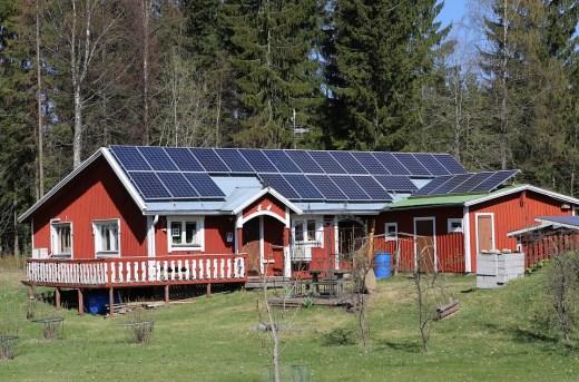 panel surya - 7+ Tips Membangun Rumah Menghadapi Pemadaman Listrik PLN