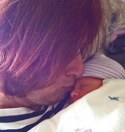 grandma-kiss