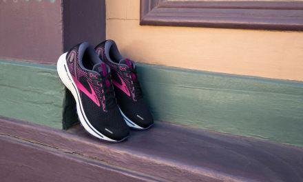 Brooks Ghost 14, le best-seller de la marque revient avec une paire qui atteint la neutralité carbone.
