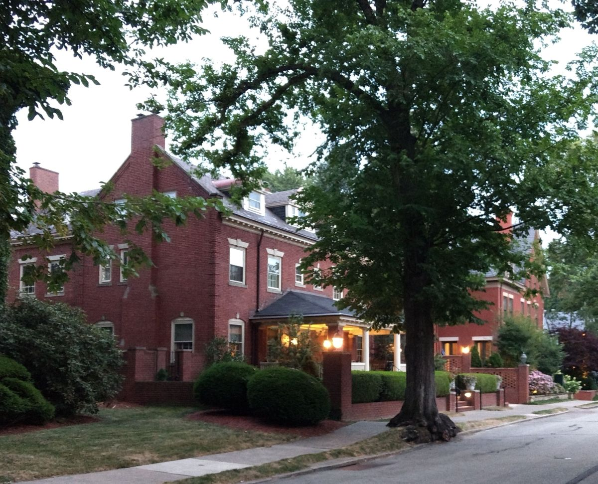 Large houses on little streets in Shadyside